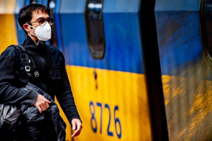Vanaf 1 juni het verplicht om in de trein een mondkapje te dragen.