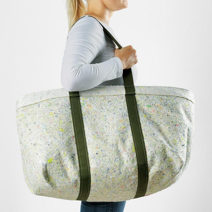 Ikea lanceerde in Eindhoven een nieuwe lijn tassen en opbergdozen van vilt, gemaakt van overtollig textiel.