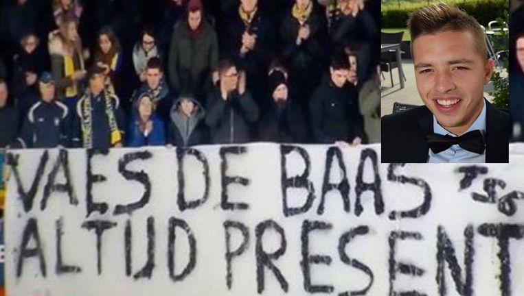 Tijdens STVV - Oostende hing dit spandoek in de tribune: 'Vaes de baas, altijd present'. Maarten Vaes vocht toen nog voor zijn leven in het ziekenhuis. Hij is vandaag aan zijn verwondingen bezweken.
