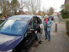 Vrijwillige chauffeurs halen en brengen ouderen: door corona kan het niet