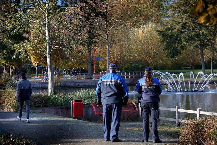 Na de vechtpartijen in het Gijsbert van Andelpark besloot de gemeente Gorinchem om er toezichthouders te laten surveilleren.