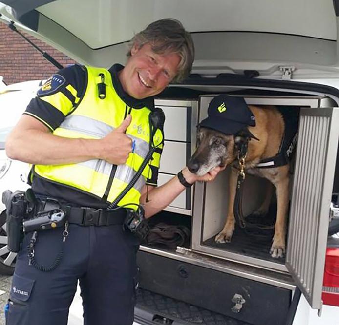 Politiehond Ybbor met pet op, goed voor hoop likes op Facebook