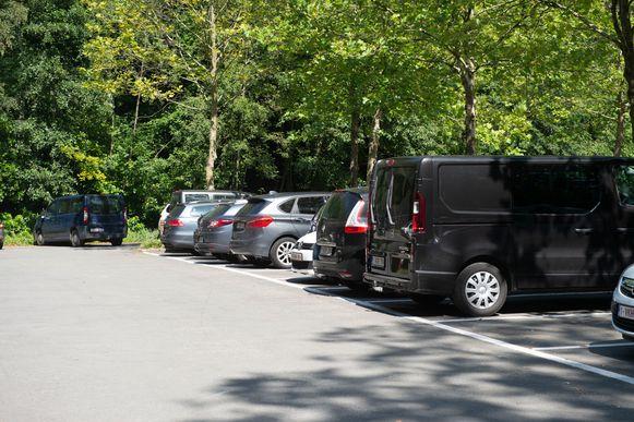 De parking aan Sportoase waar de auto's zijn verdwenen.