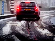 Winterweer: tientallen ongelukken, vertraging op het spoor en Schiphol, code geel houdt aan