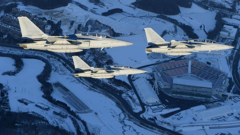 Gevechtsvliegtuigen boven Pyeongchang, waar de Winterspelen plaatsvinden. Beeld null