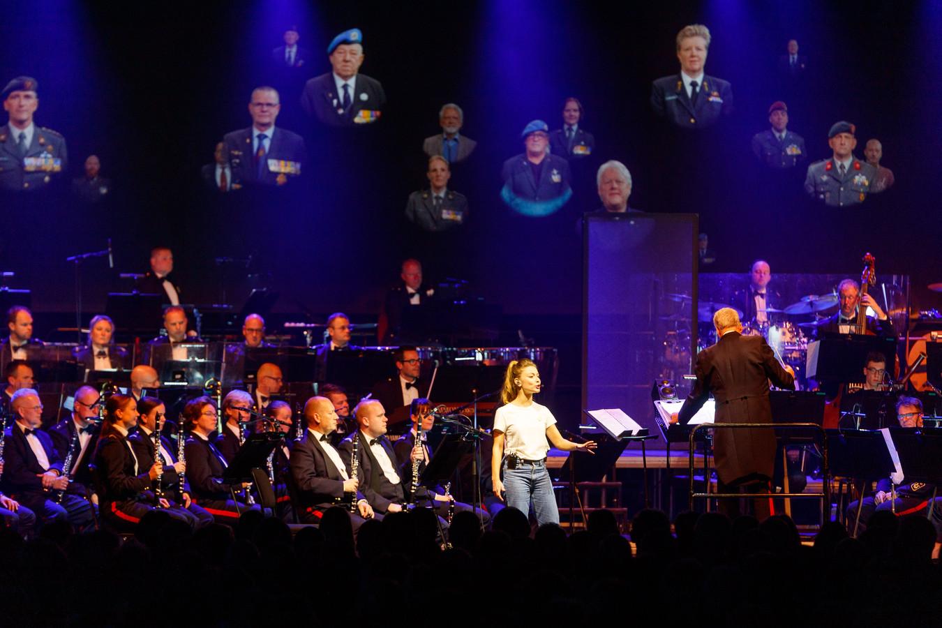 Bij het concert van de koninklijke militaire kapel Johan Willem Friso speelden veteranen een voorname rol. Op beeldschermen was er ook aandacht voor hun missies en hun inzet voor de vrede.