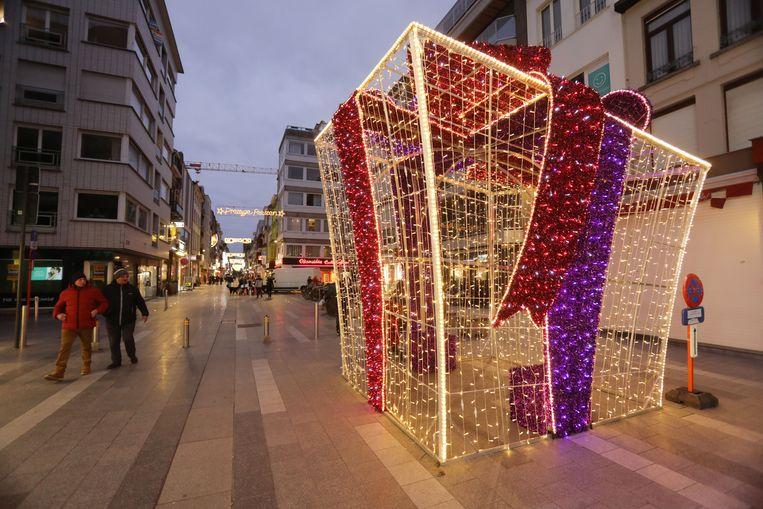 De kerstverlichting in de Kerkstraat.