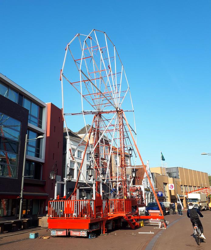 Opbouw van nostalgische kermis in Roosendaal. Foto Alfred de Bruin