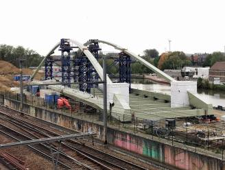 """Nieuwe Zuidbrug gemonteerd op belangrijkste werf in Halle: """"Nu nog maanden las- en schilderwerk voor de boeg"""""""