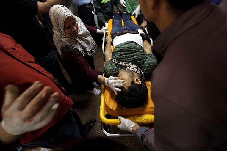 Een slachtoffer van de clashes. Beeld epa