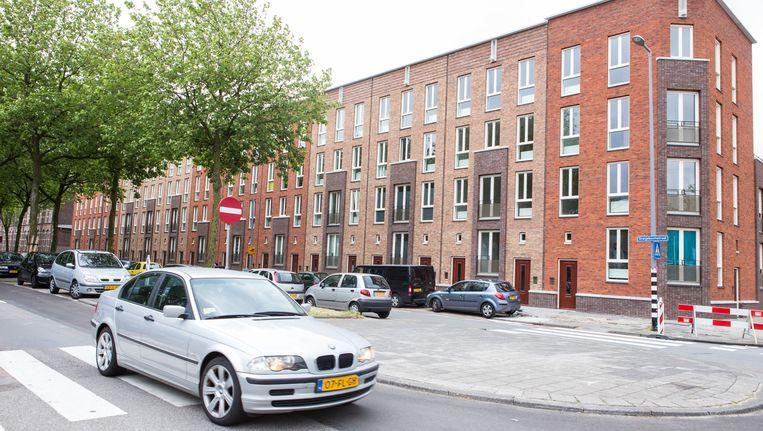 Dubbele beneden- en bovenwoningen in de Rotterdamse Oranjeboomstraat: sober, doelmatig en toch opmerkelijk en fraai. Beeld Cigdem Yuksel
