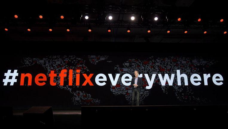 'Ruim een miljoen Nederlanders zijn al geabonneerd op Netflix, de zender die het serie-bingen echt groot heeft gemaakt.' Beeld null