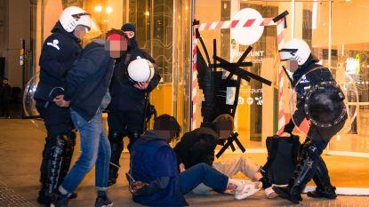 Vier minderjarigen gerechtelijk aangehouden na rellen op Muntplein, snapchatter Vargasss92 gaat vrijuit