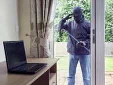 Vrouw betrapt inbreker na stelen van computer en telefoons in Bergen op Zoom