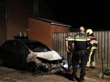 Auto brandt uit in Middelaar