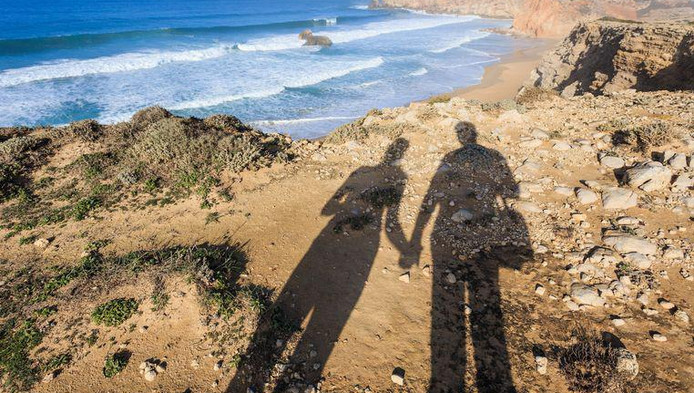 Illustration: la falaise de Sagres est une attraction bien connue des touristes dans l'Algarve
