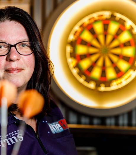 'The Flame' uit Giethoorn verdedigt titel: 'Het vrouwendarts staat echt nog in de kinderschoenen'