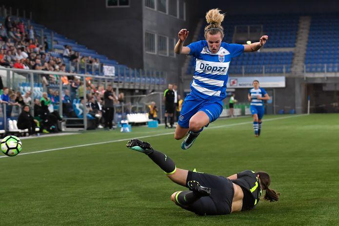 Maxime Bennink raast ook komend seizoen over de vleugel namens PEC Zwolle.