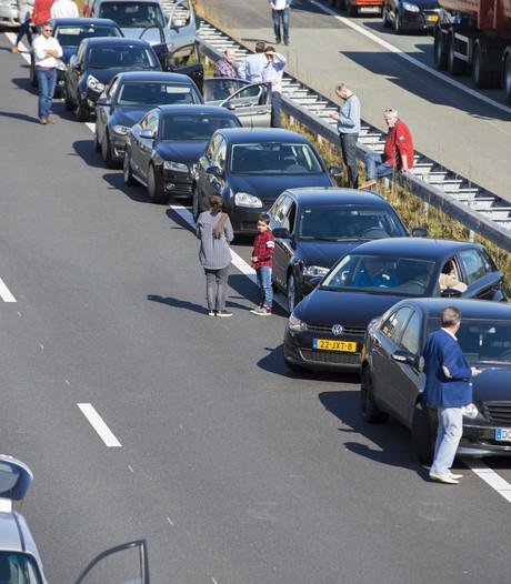 Fileleed bij Amsterdam geleden, tunnel blijft nog dicht