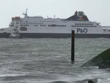Ferry met 300 passagiers gestrand op zandbank in haven Calais