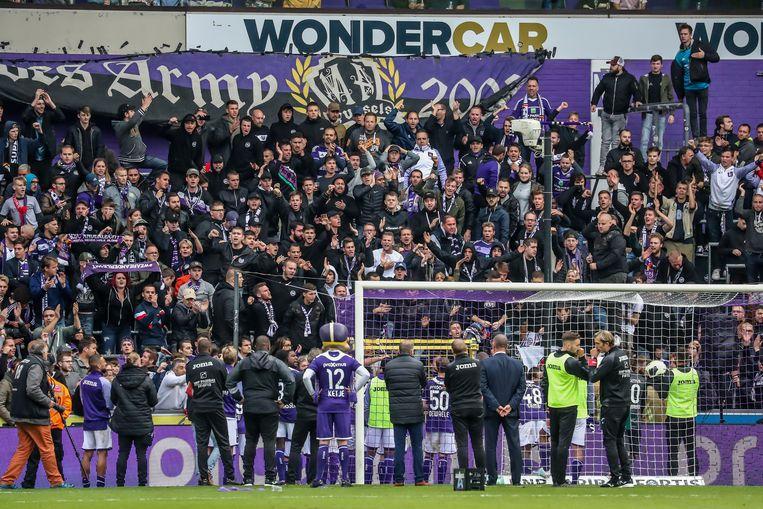 Ook na een 0-0 tegen W.Beveren trekken de Anderlecht-spelers naar de harde kern.