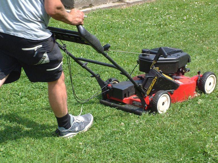 Andere lawaaimakers zoals kettingzagen, bladblazers, wasmachines en keukenmachines mogen dan weer zo luid zijn als ze willen. Uitzondering is de grasmachine.