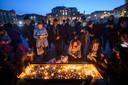 Op Trafalgar Square zijn duizenden mensen bijeen voor een wake.