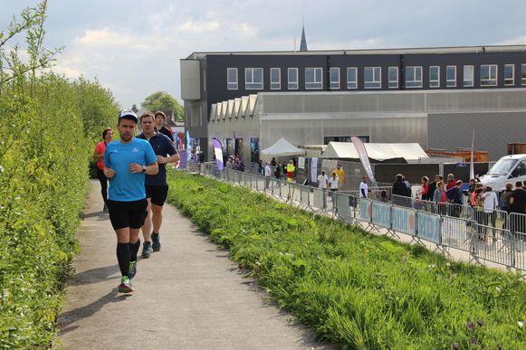 45 teams liepen en wandelen 24 uur lang in de buurt van cultuurcentrum De Ververij.