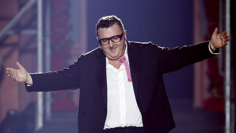 Alber Elbaz tijdens een show in Parijs. Beeld AFP