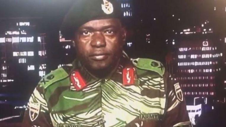 In een live uitgezonden toespraak op de staatszender ZBC verklaart een generaal, S.B. Moyo, dat het leger in Zimbabwe geen staatsgreep pleegt.