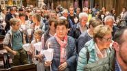 650 mensen dragen licht en warmte voor Mathéo (5)