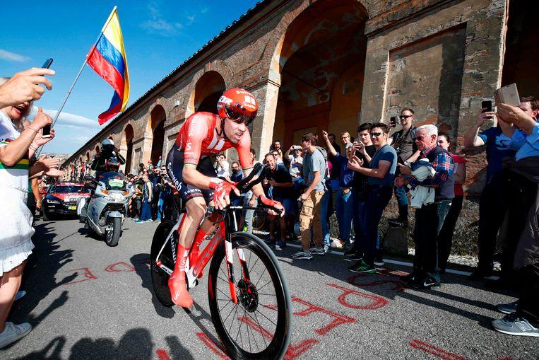 Tom Dumoulin tijdens de eerste etappe van de Giro d'Italia. Beeld AFP