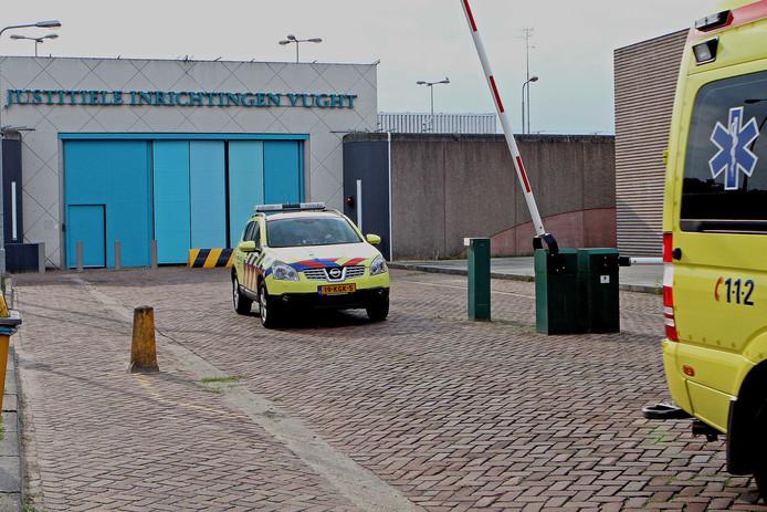 Een gedetineerde is donderdagmiddag ontsnapt uit het Huis van Bewaring in de PI Vught.