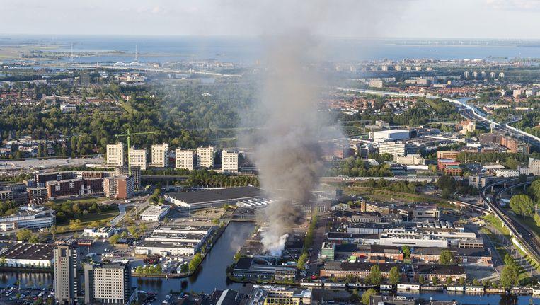 Een luchtfoto van de brand bij muziekstudio Melody Line Beeld anp