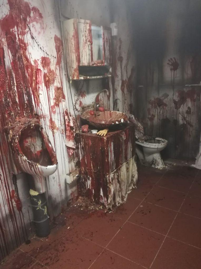 De badkamer van het Nightmare Motel.