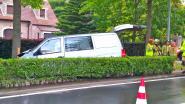 Bestelwagen crasht tegen boom in Laarne: twee zwaargewonden, één lichtgewonde