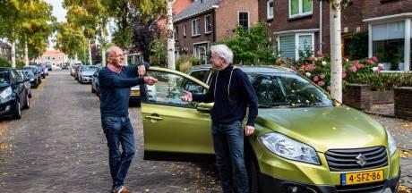 De straat staat bomvol auto's en daar doet de Deventer buurt iets aan: autodelen