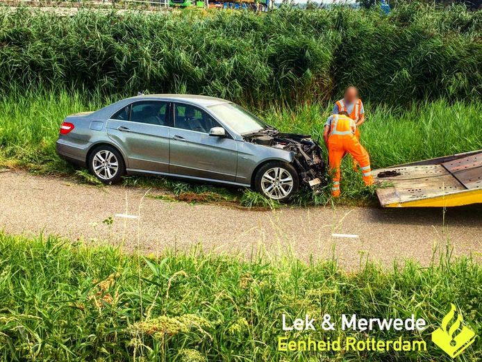 Het voertuig kwam net voor de Giessen tot stilstand.