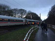 100 passagiers urenlang vast in ICE-trein net over de Duitse grens