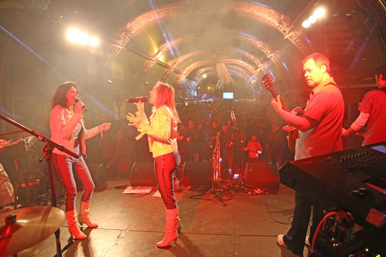De tribute-band Abba4U op het podium.