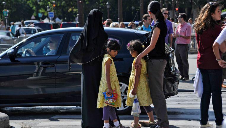 Een vrouw in nikab in Parijs Beeld EPA