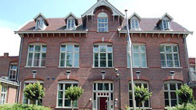 De gevel van de Den Hey-Acker jeugdgevangenis in Breda.