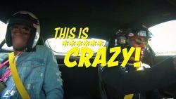 VIDEO: Bolt gaat uit zijn dak tijdens ritje met Hamilton
