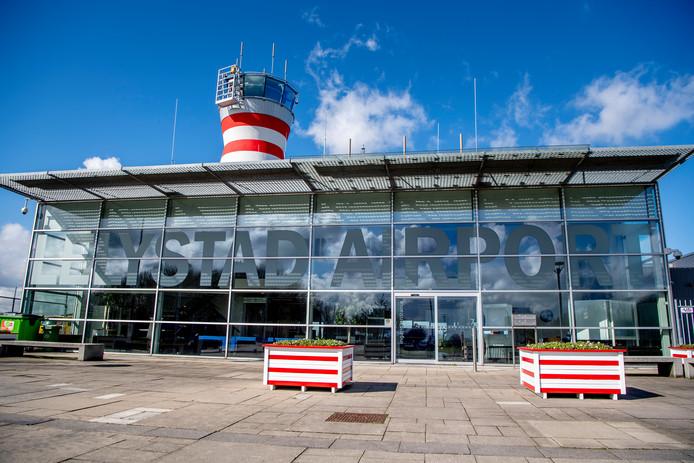 De terminal van vakantievliegveld Lelystad Airport.