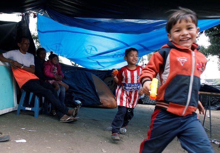 Venezolaanse migrantenkinderen spelen in een geïmproviseerd kamp bij een busstation in Quito, Ecuador. Elf Latijns-Amerikaanse landen roepen de internationale gemeenschap op om hen meer te helpen de honderdduizenden Venezolanen op te vangen die het land zijn ontvlucht vanwege de economische en politieke crisis van de voorbije maanden.