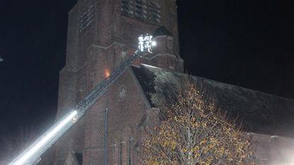 Schoorsteen kerk vat vuur