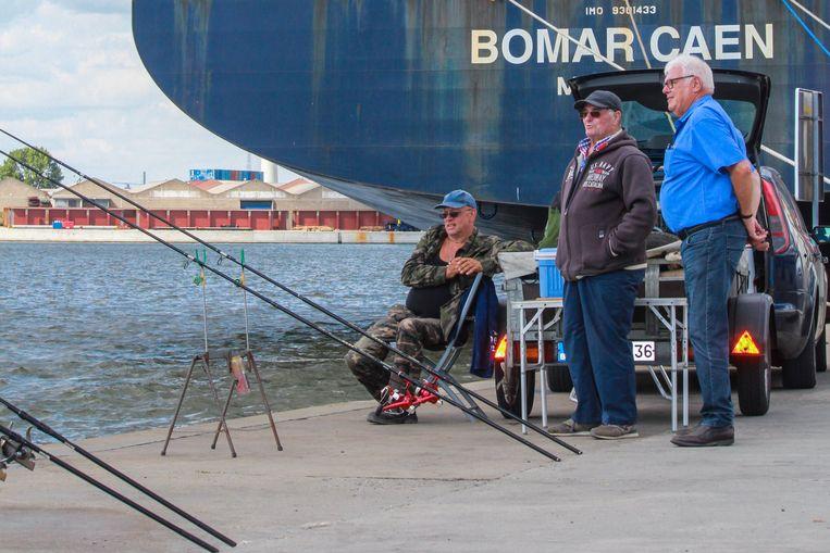 Danny Deckers op een van zijn vele tochten: er wordt ook gevist in de haven.
