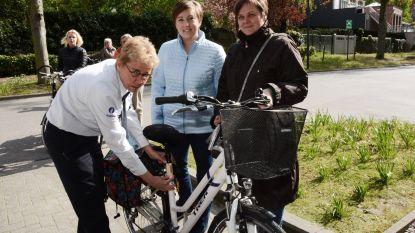 Politie labelt fietsen op twee locaties