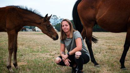 """Vlaamse Jolien in Australië: """"Ik kan het niet over mijn hart krijgen de paarden achter te laten"""", vertelt ze aan onze reporter"""