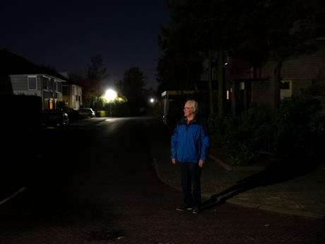Geen lamp er bij in donkere wijk in Deurne, ondanks de strijd van Rien